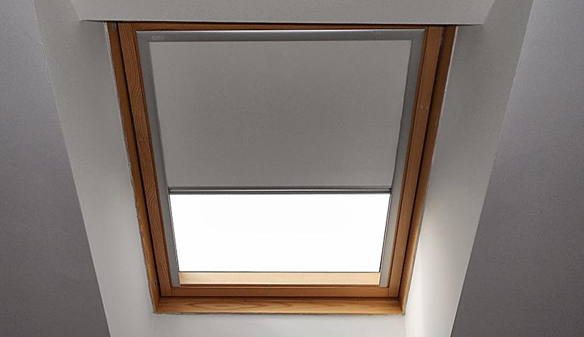 Tende per lucernari idee per la casa for Oscuranti per finestre velux